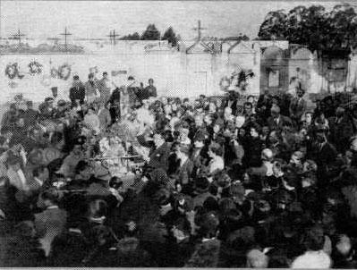 Homenaje en el décimo aniversario de su fallecimiento en la necrópolis de Rocha (1937).