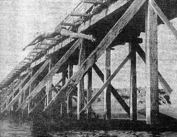 Viejo puente de madera sobre el arroyo Chuy en el balneario homónimo