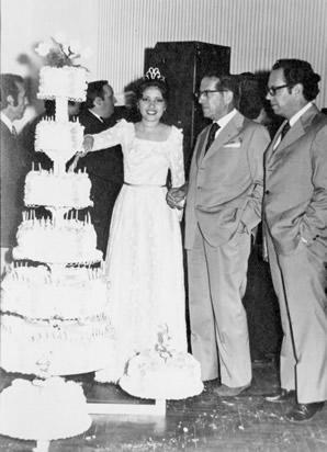 Raquel Corbo, Reina del Centenario de Lascano en el Club Progreso, con Juan Luis Sabatino y Jorge Boronat (1976)