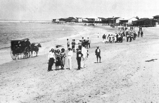 """1930. Playa de La Bahía y el """"Taxi-coche"""" de Acuña (*)"""