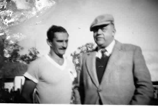 Con el Dr.  Albérico Mogni, presidente de la  Liga Rochense de Fútbol, cuando los  títulos del Este e Interior