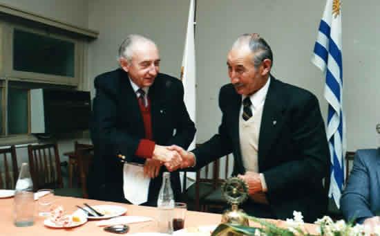 Visita del Gobernador González Areco al Club, siendo recibido por el entonces Presidente Nelson Terra Sayanes. Julio de 1990