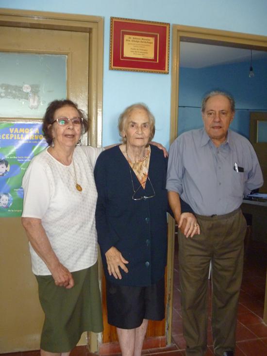 Los doctores y Rosa Correa de Piñeiro en el homenaje que se les tributó en el Centenario de la Villa