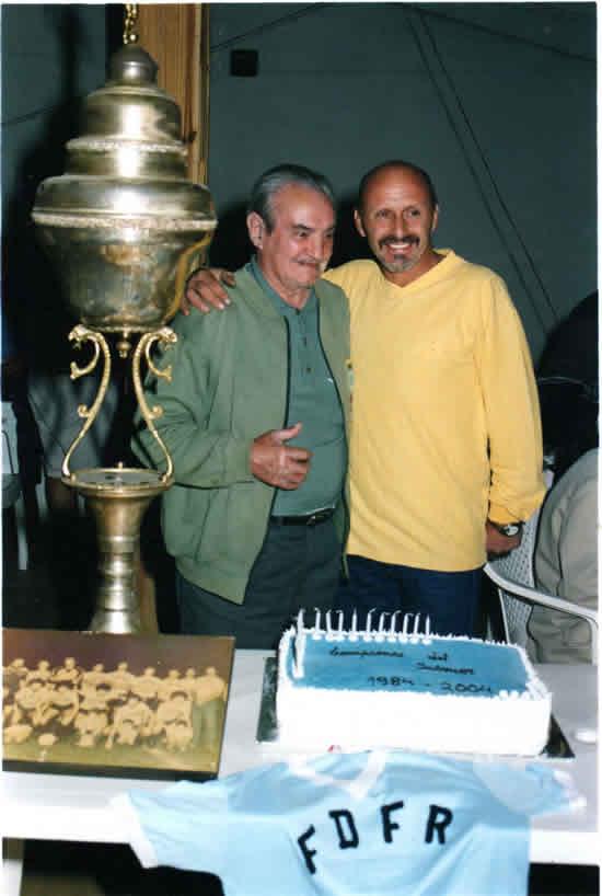 Luis A. Muñoz, capitán de los  campeones del interior del '54, junto  a Sergio Correa, capitán de los  campeones del Interior del '84.