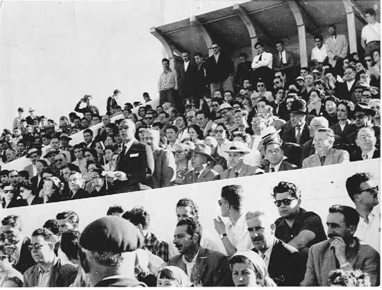 Vista del palco oficial el día del partido inaugural