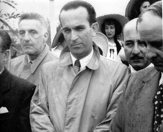 En la Fiesta del Girasol 1952, junto al intendente municipal doctor Mario Sobrero, el director del Liceo Adolfo Rodríguez Mallarini y el presidente de la Junta Local Alcides Cambre, entre otros.
