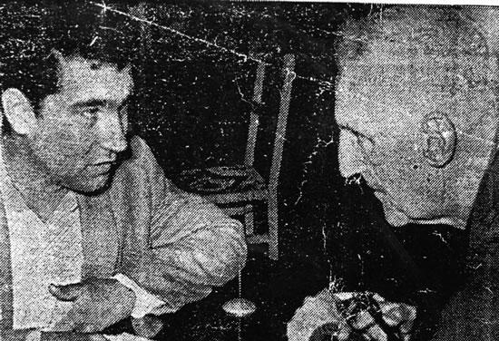 """Con el entonces periodista Artigas """"Chueco"""" Barrios, en oportunidad de una entrevista a para el diario La Mañana, aparecida en la edición del 9 de diciembre de 1966."""