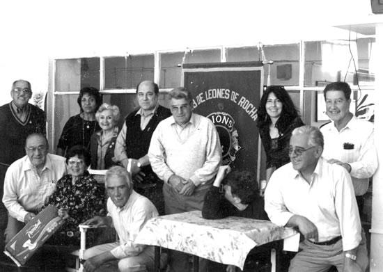 """19 de junio de 2006. """"DÍA  DEL ABUELO"""". Visita del Club de Leones al Hogar para Ancianos """"Dr. Ángel Modesto Delgado"""", con obsequios ."""