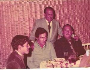 Carlos Sosa en reunión homenaje de Liga Comercial de Fútbol de  Rocha, con Luis Balduvino, José L. Corazza y Juan Nogueira (parado)