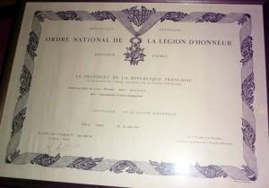 Título de la Condecoración de la Legión de Honor otorgado  por la República de Francia