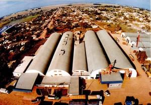 Vista aérea de la ciudad con la planta de Coopar SA en primer plano