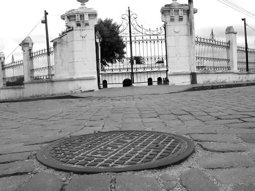 El adoquinado frente a la vieja cárcel departamental