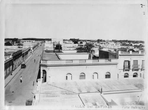 Vista aérea de adoquinado en las calles Gral Artigas y 19 de Abril