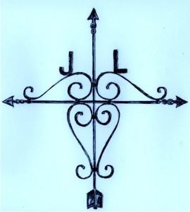 """Esta cruz la hizo el herrero """"Quitito"""" Rodríguez en Chuy, en 1998. Es similar a la primera, colocada en el sitio donde José Larrosa halló la muerte en 1929, aunque un poco más pequeña. El reemplazo se debió hacer porque la original ya estaba corroída por la acción del tiempo. Dibujo: Ruben Flügel  (basado en fotografía de Lucio S. Ferreira)"""