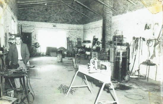 El Maestro de Mecánica Beltrán Garrido en su taller
