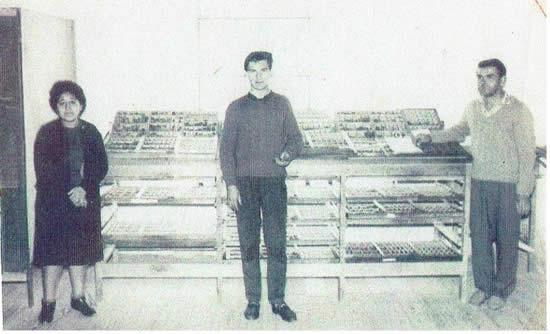 "Taller donde se editaba ""Rumbos"". Teresa Molina, Ismael B. Páez y Liles N. Rocha, Maestro de Imprenta"