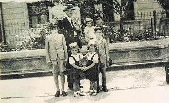 El Esc. Federico Ribas y su familia
